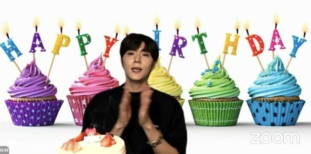 Bii晚間與粉絲線上同歡32歲生日。圖/摘自臉書