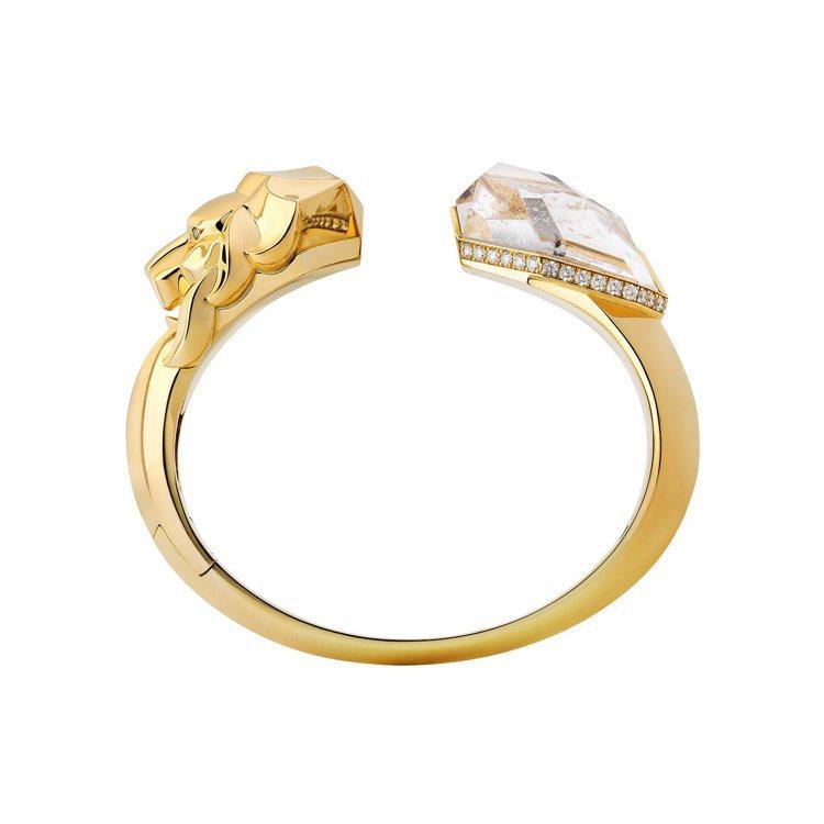 瑪莉詠柯蒂亞配戴的香奈兒Lion Sculptural手環,18K黃金鑲嵌石英及...