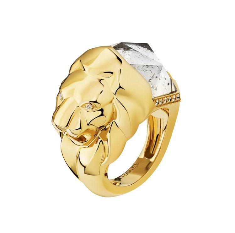 瑪莉詠柯蒂亞配戴的香奈兒Lion Sculptural戒指,18K黃金鑲嵌石英及...