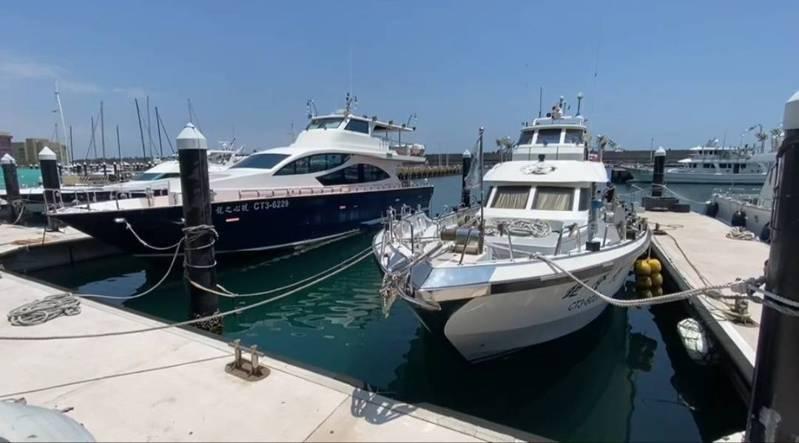 基隆嶼可能微解封,基隆娛樂漁船業者整備要海上啟航。記者游明煌/攝影