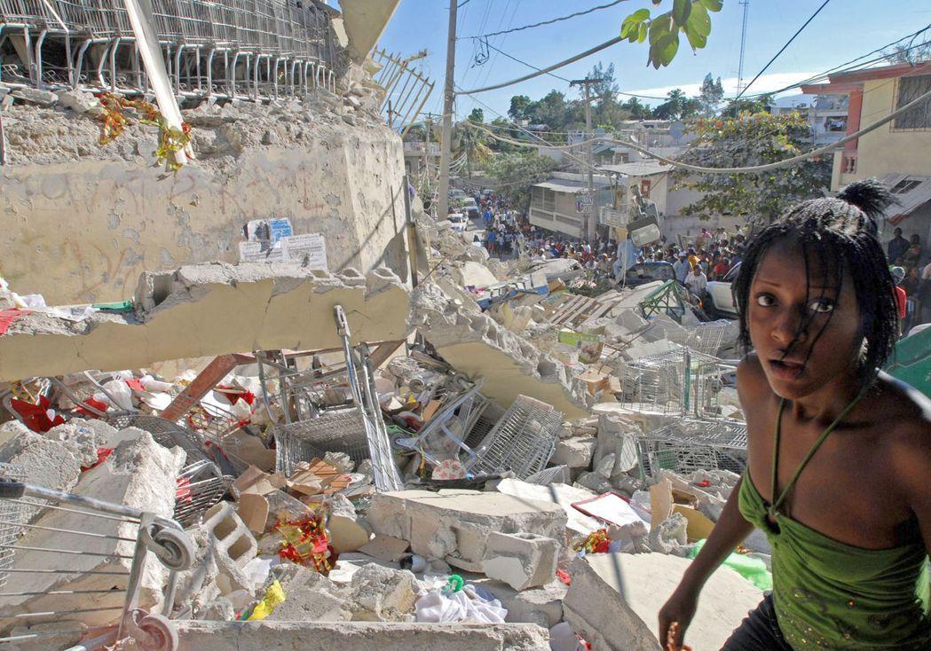 無論是執政黨還是在野黨,都被指控與黑幫犯罪多有牽扯,政黨政治的全面失能,也讓海地...
