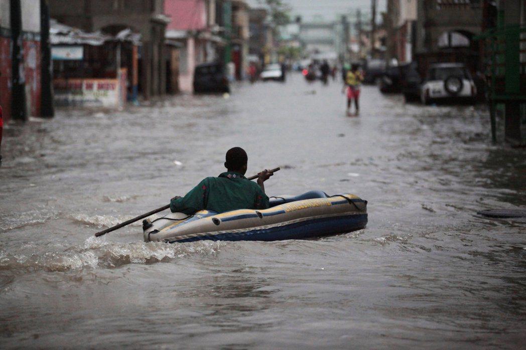 2016年馬修颶風重創海地。 圖/路透社