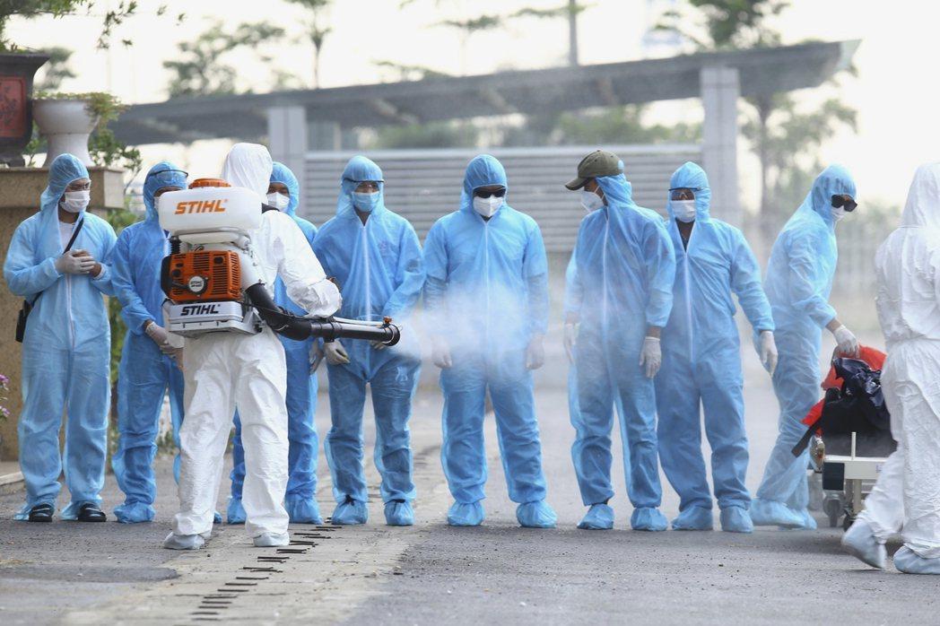 過去一年來,越南有效控制疫情,被視為防疫模範,但也因此疏於防範後來的變種病毒。 圖/美聯社