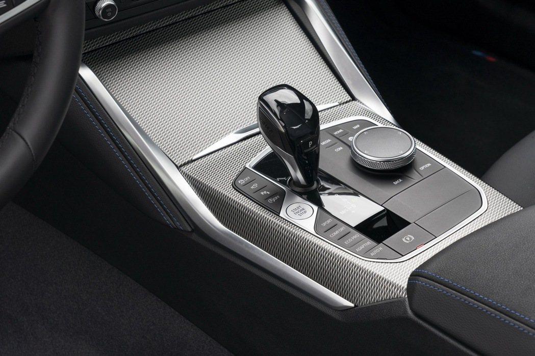 全車系皆配置八速Steptronic手自排變速系統。 圖/BMW提供