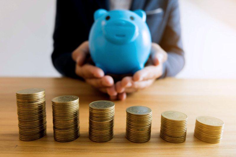 即使收入不高,透過有效的理財也能幫自己的手頭變寬裕。 圖/Ingimage