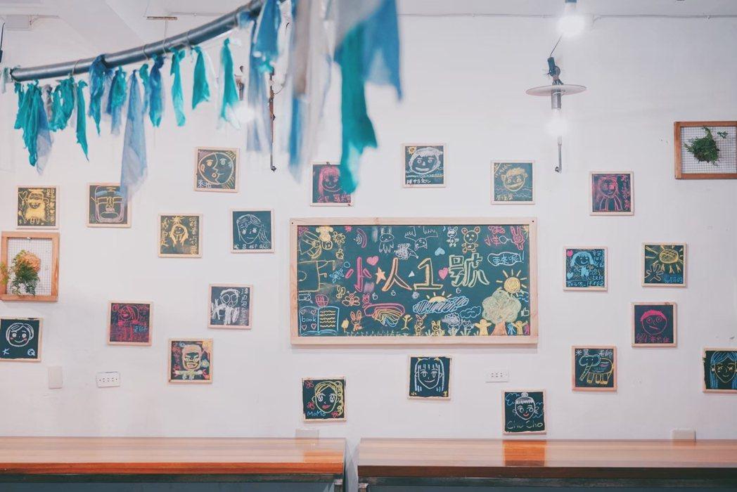 由大南澳地區孩子共同創作的空間牆面。 圖/「籿苗教育發展協會」提供