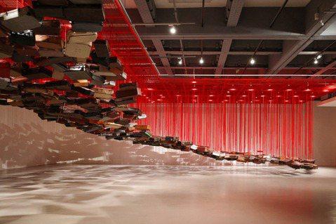 北美館《塩田千春:顫動的靈魂》將延展至10月17日。 圖/翁家德攝影