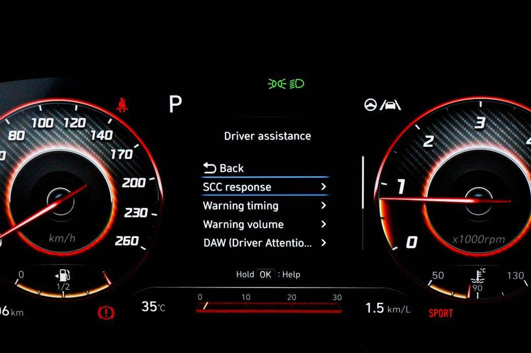 全車系標準配Hyundai SmartSense系統,可在儀表板選單裡自由設置。...