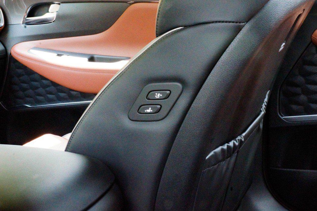 Easy-in電動調整迎賓副手座,能夠貼心的幫副駕調整座位。 記者趙駿宏/攝影