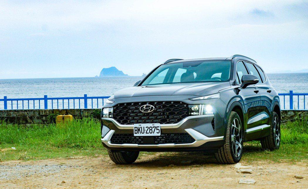 Hyundai Santa Fe 2.2 GLD-C柴油旗艦型。 記者趙駿宏/攝...