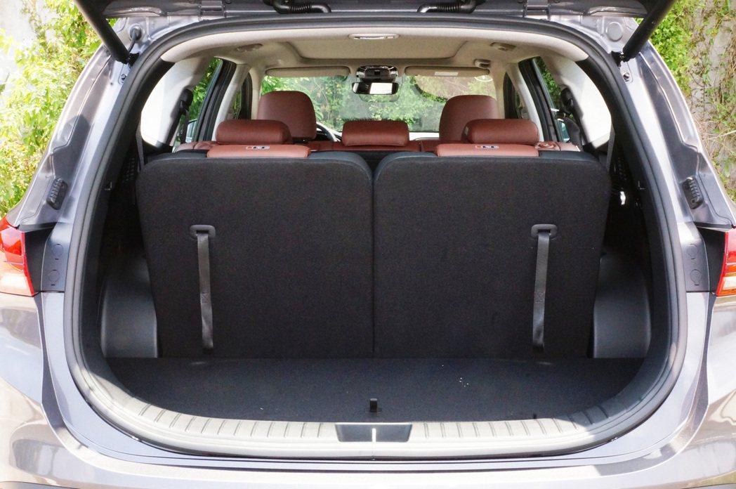 7人座配置下行李廂空間為571L。 記者趙駿宏/攝影