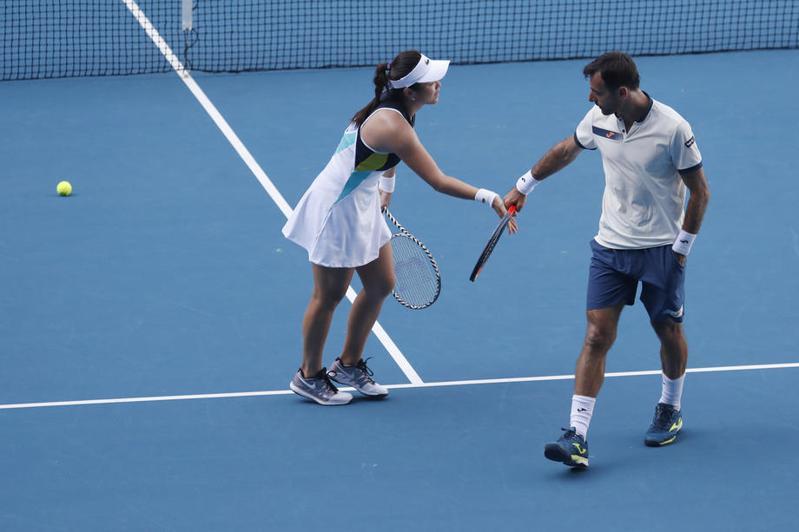 台灣網球雙打好手詹詠然與克羅埃西亞搭檔多迪格止步16強,無緣衛冕混雙。 歐新社