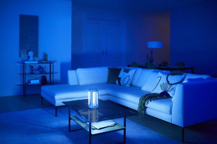 桌上型UV-C消毒燈可放置於家中或小坪數辦公空間,消毒範圍最長達3米。圖/家樂福...