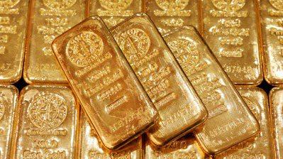 通膨持續上升影響下,被視為抗通膨工具的黃金,價格近期出現上揚趨勢。(路透)