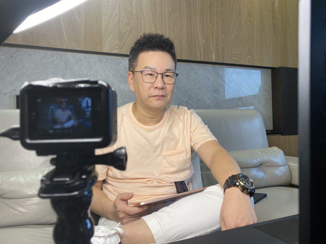沈玉琳在家錄影,表示訪問的方式跟以前大不同。圖/TVBS提供