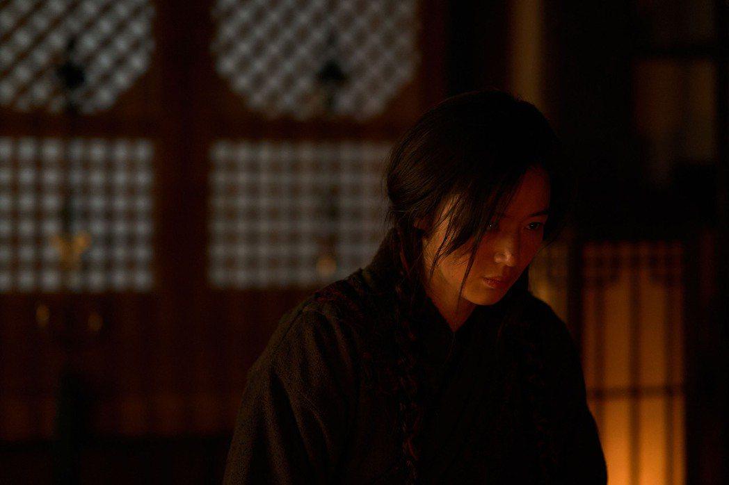 全智賢主演「屍戰朝鮮:雅信傳」將於本月23日正式上線。圖/Netflix提供