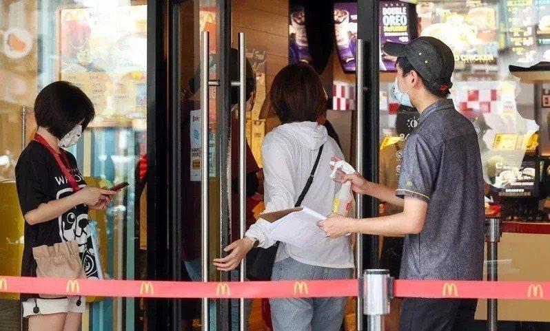 網友好奇麥當勞是否有正職員工。圖/記者季相儒攝