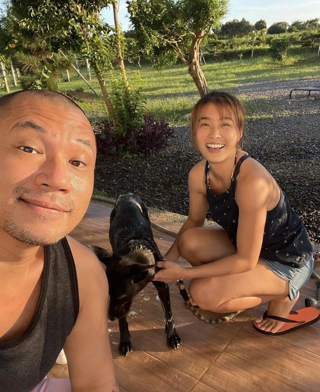 小嫻(右)和金剛很享受南台灣步調緩慢的幸福時光。圖/摘自IG
