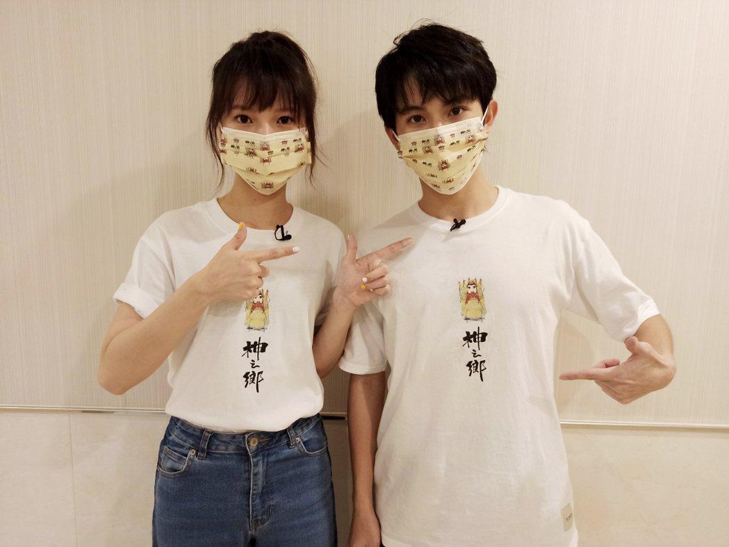 項婕如(左)和林暉閔聊拍戲趣事。圖/映畫提供