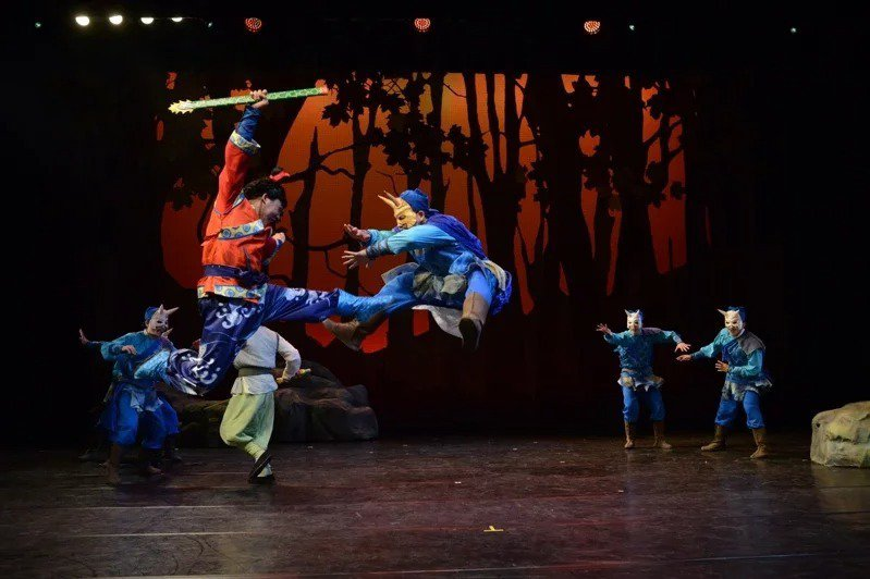 圖為紙風車劇團「諸葛四郎」。圖/紙風車提供