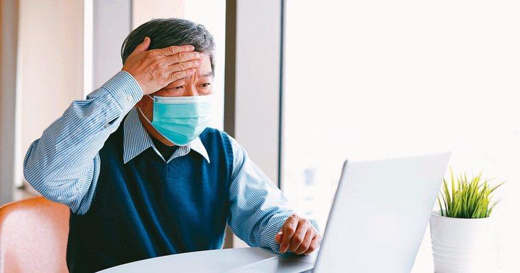 在新冠肺炎流行期,發燒除了新冠病毒感染的可能性外,也可能是其它疾病,要趕快就醫進...