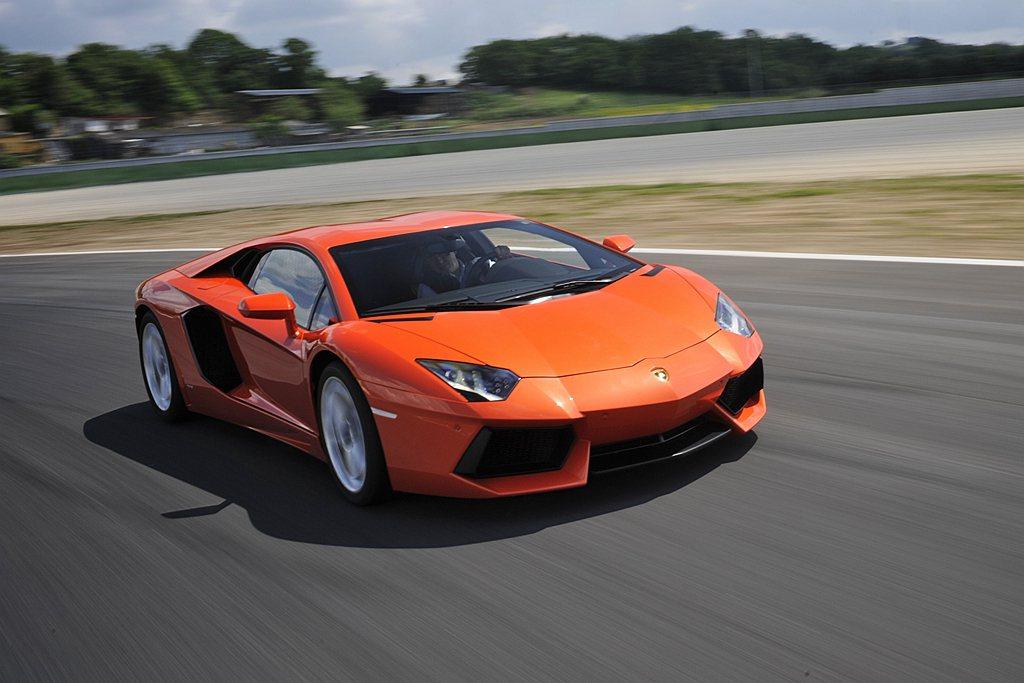 2011年3月於瑞士日內瓦車展正式亮相的Lamborghini Aventado...