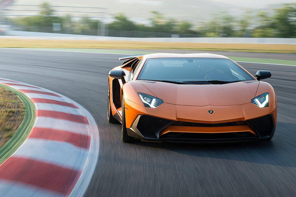 Lamborghini為Aventador配備強大的電控系統,包含:Haldex...