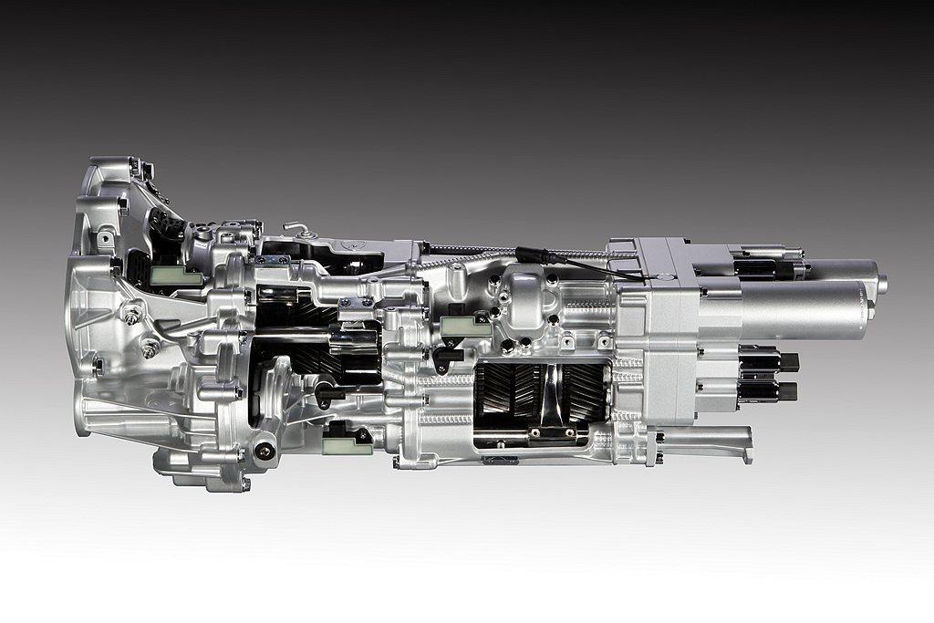 Lamborghini工程師為全新的V12引擎設計了獨樹一幟的7速ISR單離合器...