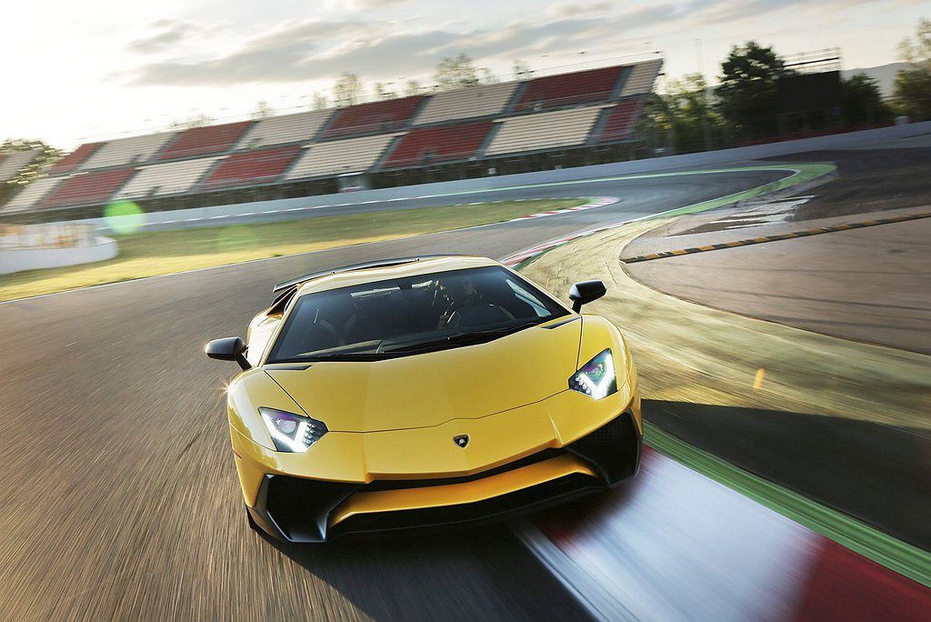 Lamborghini Aventador S開啟了新世代V12旗艦車型的全新一...