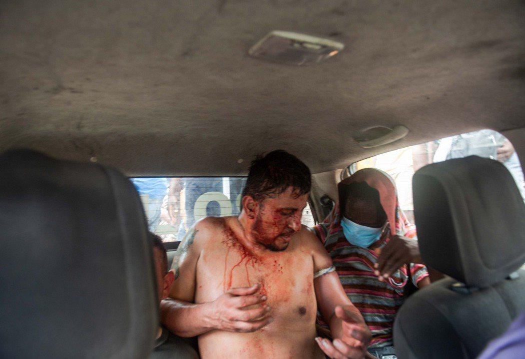 自總統被刺殺之後,海地政府一共擊斃3人、生俘17人,但卻還有至少8名傭兵刺客仍在...