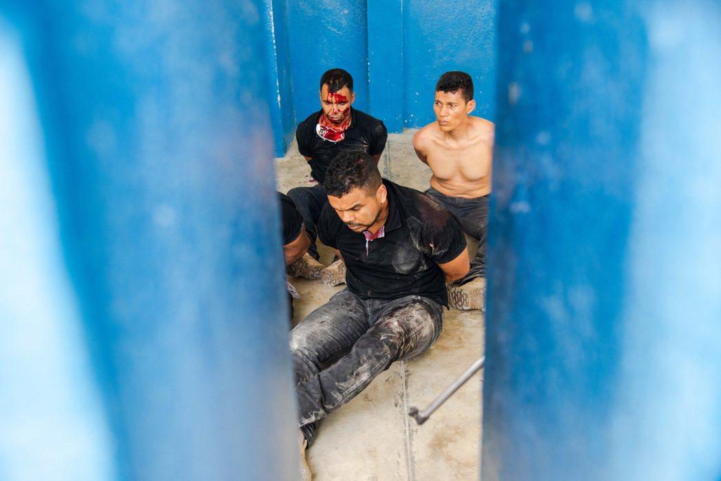 刺傷總統的嫌犯被扣押。 圖/歐新社