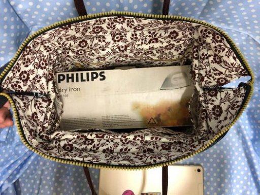 李艷芬做的這款包包開口大,笑說電熨斗都能放進去。 圖/李艷芬提供