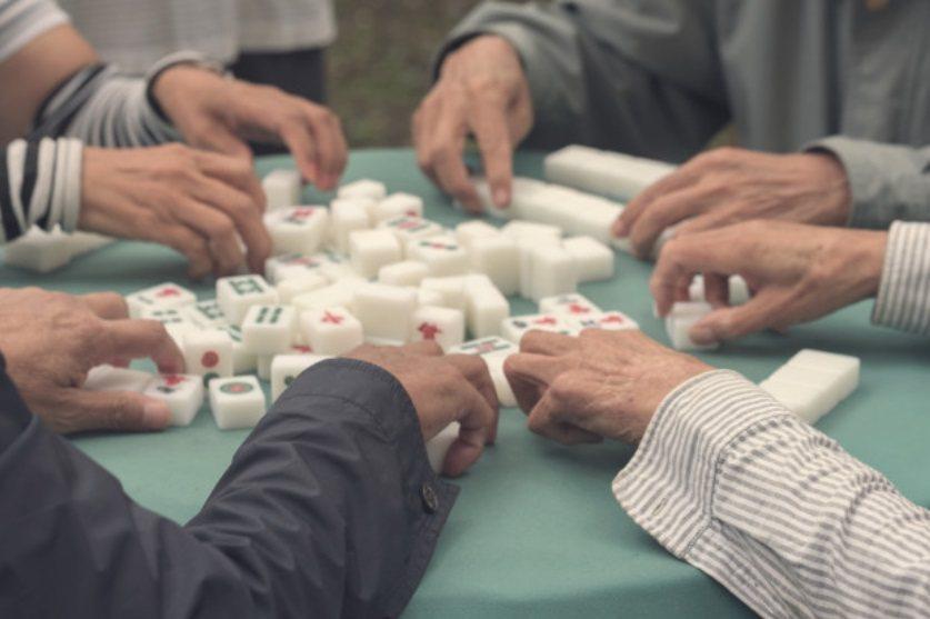 一般而言,牌友大多是熟面孔。若想鍛鍊腦力,不妨多和不同牌友交流。 圖/freep...