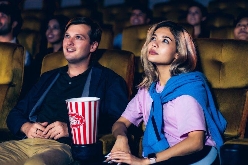 電影院將於13日有條件重新開放,一名網友透露,自己身為影院的工作人員,實在相當害怕。 示意圖/ingimage