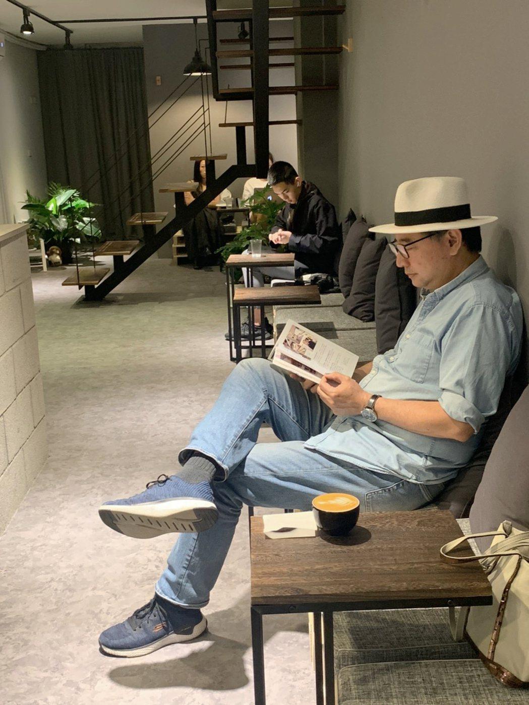 李清志說,咖啡館讓我可以歇息、可以沈靜心靈,咖啡館也一直是我的工作場所。圖/李清...