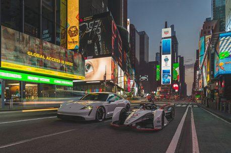 Porsche的Formula E賽車抵達紐約 與神秘嘉賓在時代廣場合影