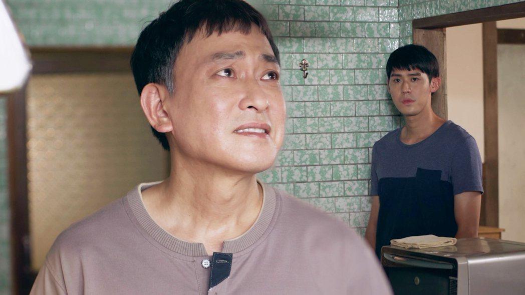 王識賢(左)和李玉璽在「神之鄉」中演父子。圖/東森提供