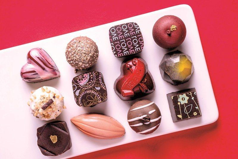 手工夾心巧克力內餡綿密、外殼薄脆。 攝影/盧大中