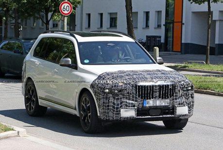 小改款BMW X7偽裝車上路! 大鼻孔要配分離式頭燈了嗎?