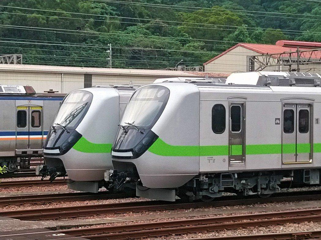EMU900型通勤電聯車,將於7月中旬正式投入新竹-基隆-瑞芳間營運。圖/台鐵提...