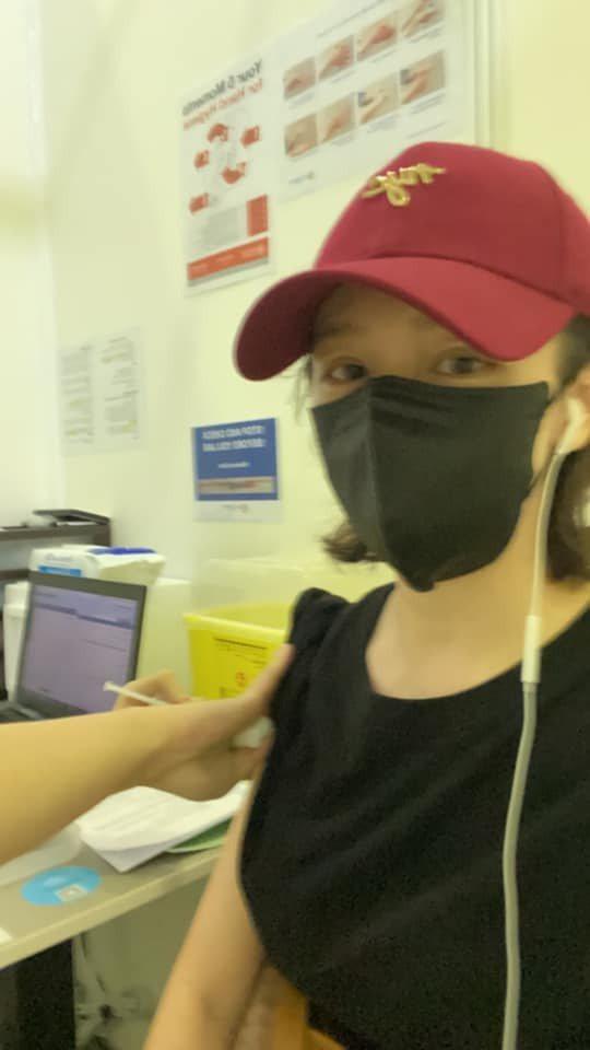 徐若瑄在新加坡打完第二劑莫德納疫苗。圖/摘自臉書