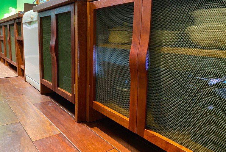 模擬傳統阿嬤灶腳的現代櫥櫃。圖/朱慧芳提供