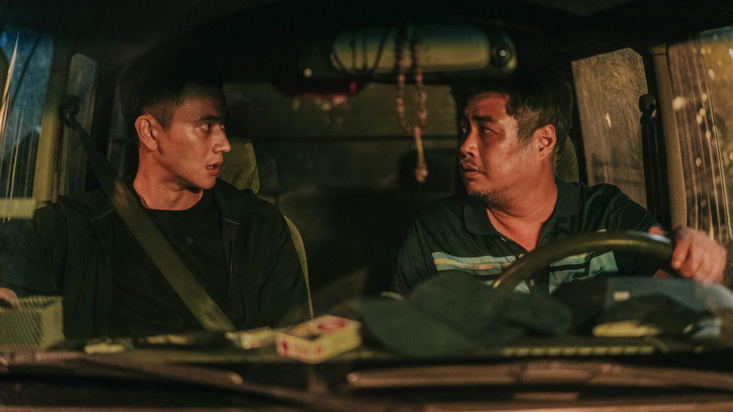 劉冠廷(左)在「第三佈局 塵沙惑」角色黑化。圖/CATCHPLAY提供