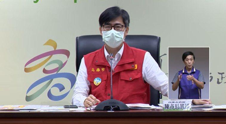 高雄市長陳其邁宣布不跟進餐廳開放內用。記者徐白櫻/翻攝