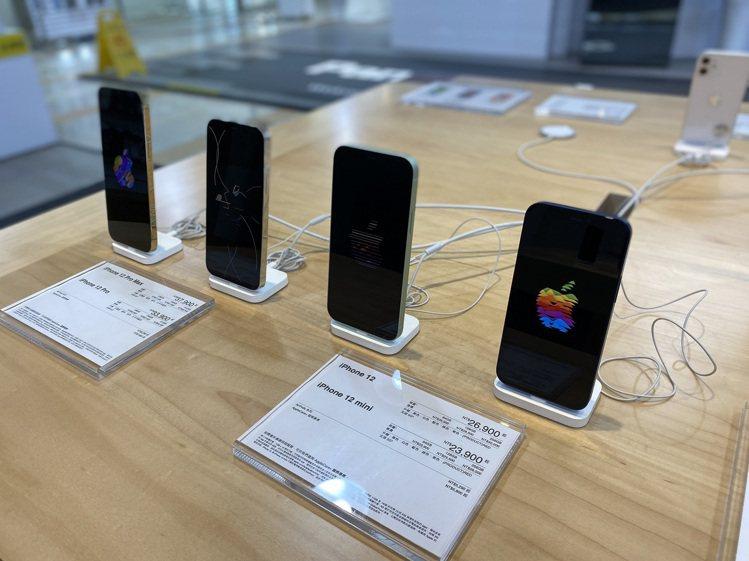 燦坤即日起至7月18日推出「暖心迎微解封,防疫應援特典」,iPhone 12 m...