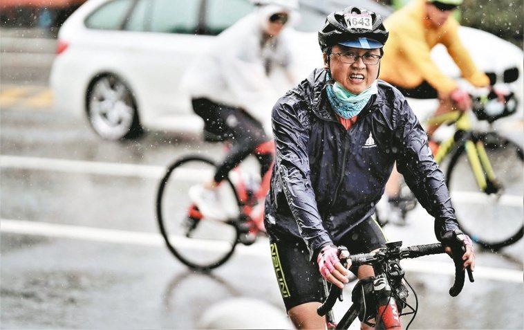 劉宜廉在工作忙碌之餘,經常騎腳踏車到各地散心。圖/劉宜廉提供