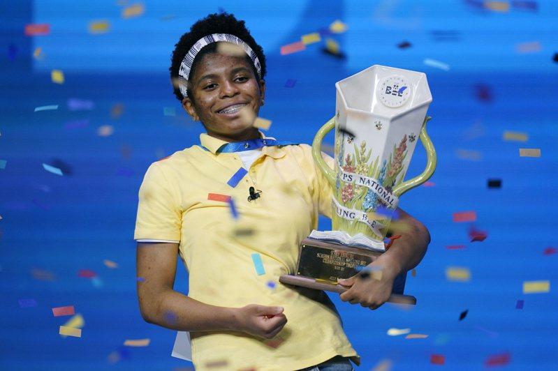 今年冠軍阿方-賈德是首位贏得全美拼字大賽的非裔美國人。美聯社
