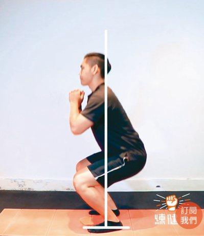深蹲能訓練到全身,是高效率的健身動作。圖/練健康提供