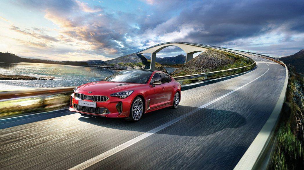 作為KIA首部高性能豪華運動轎跑,擁有絕美身形、強悍性能與頂尖操控的New St...