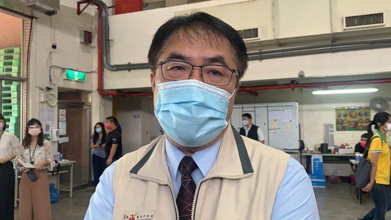 台南市長黃偉哲表示,微解封也要遵守規範。記者吳淑玲/攝影